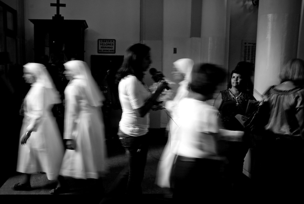 HOLLY WEEK / SEMANA SANTA.Photography by Aaron Sosa.Caracas - Venezuela 2010.(Copyright © Aaron Sosa)