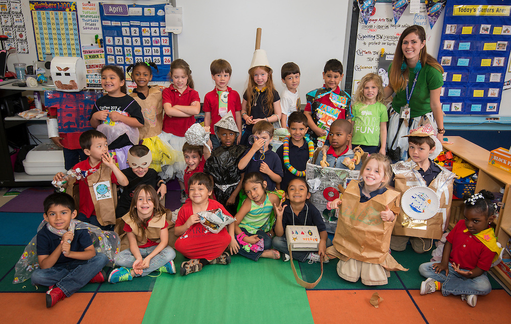 Katy Rodgers works with her kindergarten class at Parker Elementary School, April 22, 2014.