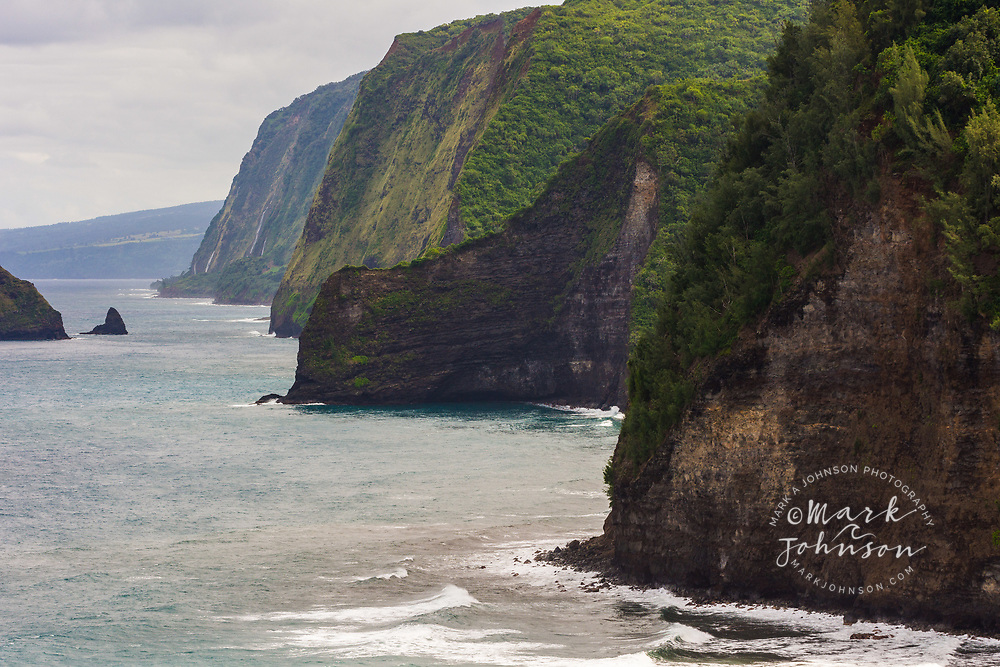 The rugged coast to the south of Pololu Valley, Big Island, Hawaii