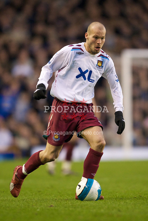 LIVERPOOL, ENGLAND - Saturday, March 22, 2008: West Ham United's Fredrik Ljungberg in action against Everton during the Premiership match at Goodison Park. (Photo by David Rawcliffe/Propaganda)