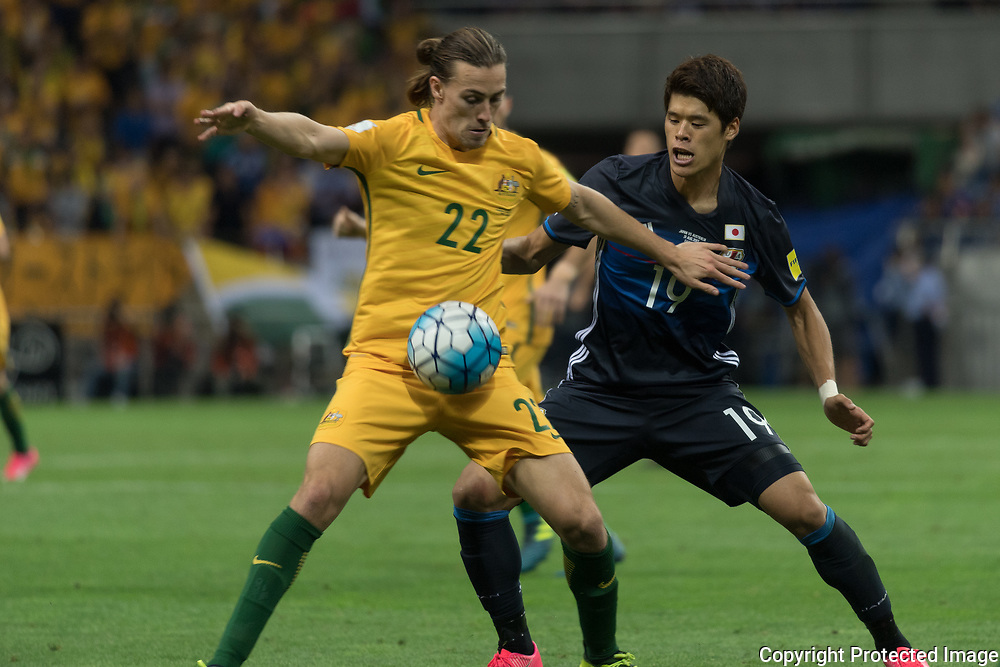 Football Soccer - Japan v Australia - World Cup 2018 Qualifier - Saitama Stadium 2002, Saitama, Japan - 31/08/17. Japan's Iroki Sakai and Australia's Jackson Irvine in action. 31/08/2017-Saitama, JAPAN
