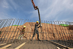 May 26, 2019 - Wu'An, Wu'an, China - Wu'an, CHINA-People including construction workers and traffic policemen stick to their posts under the scorching sun in Wu'an, north China's Hebei Province. (Credit Image: © SIPA Asia via ZUMA Wire)