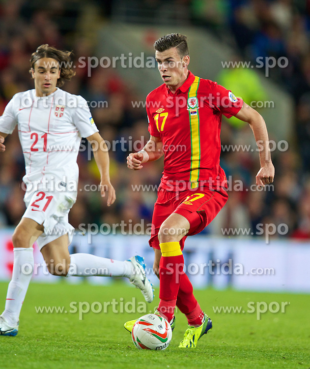 10.09.2013, Stamford Bridge, Cardiff, ENG, FIFA WM Qualifikation, Wales vs Serbien, Rueckspiel, im Bild Wales' Gareth Bale in action against Serbia during the FIFA World Cup Qualifier second leg Match between Wales and Serbia at the Stamford Bridge stadium in Cardiff, Great Britain on 2013/09/10. EXPA Pictures © 2013, PhotoCredit: EXPA/ Propagandaphoto/ Alan Seymour<br /> <br /> ***** ATTENTION - OUT OF ENG, GBR, UK *****