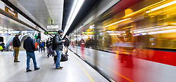 THEMENBILD - Die Wiener Linien sind der städtische Verkehrsbetrieb der österreichischen Bundeshauptstadt Wien. Die U-Bahn-Linie U6 gehört dabei zum Netz der Wiener U-Bahn und verbindet den Bezirkteil Siebenhirten mit Bezirk Floridsdorf, im Bild Fahrgäste warten auf die U-Bahn. Aufgenommen am 19. Februar 2017 // The Wiener Linien are the city traffic enterprise of the federal capital of Austria Vienna. The metro line U6 is part of the metro network of Vienna and connects Siebenhirten with Floridsdorf, This picture shows passengers waiting for the metro, Vienna, Austria on 2017/02/19. EXPA Pictures © 2017, PhotoCredit: EXPA/ Sebastian Pucher
