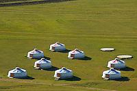 Mongolie, province de Tov, campement de yourte au pied du monument en honneur de Gengis Khan. // Mongolia, Tov province, Yurt camp near Gengis Khan monument.
