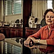 PORTRAITS OF SURVIVORS AND IMMIGRANTS <br /> Sobreviviente del Holocausto / Holocaust Survivor<br /> <br /> Sra. Christiane Leider de Sternbach.<br /> <br /> Nació en Le Piessis Bouchard, Francia, el 1 de octubre de 1930. Pasó su primera infancia sin saber que era judía y cuando comenzó la guerra su padre la ocultó junto a su hermano fuera de París, donde fueron acogidos y salvados por una francesa. En plena guerra, el padre los recogió y desde Marsella emprendieron un viaje que durante un año los llevó a muchos puertos sin que consiguieran la documentación para desembarcar en alguno de ellos. Finalmente, en 1941 pudieron establecerse en Curazao y en 1956 llegaron a Venezuela para iniciar una nueva vida.<br /> <br /> Photography by Aaron Sosa<br /> Caracas - Venezuela 2010<br /> (Copyright © Aaron Sosa)
