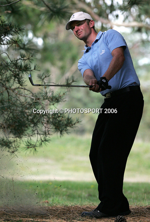 Shandon's Andrew Green plays from the rough during the 2006 New Zealand Mens Golf Amateur Championship final at Coringa Golf Course, Christchurch, on Sunday 9 April 2006. Green played Australia's Mitchell Brown. Green won the match and the championship. Photo: Tim Hales/PHOTOSPORT