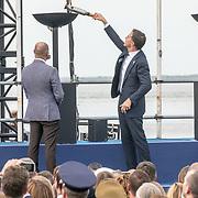 NLD/Terneuzen/20190831 - Start viering 75 jaar vrijheid, Minister Mark Rutte onsteekt het vuur