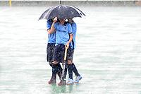 hockey, seizoen 2010-2011, 05-06-2011, leusden, finale shell landskampioenschappen C-jeugd, spelers nijmegen jc1 schuilen voor noodweer