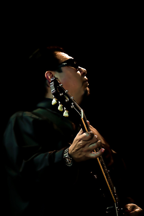 Cesar Rosas of Los Lobos performs in the Bay Area.  Copyright 2008 Reid McNally.