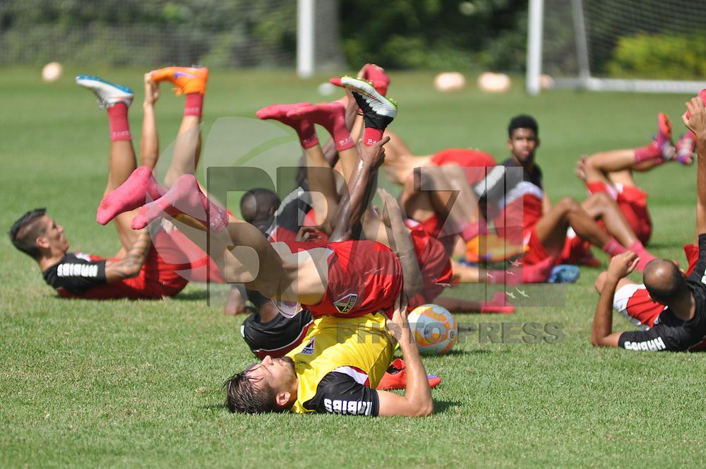 SÃO PAULO, SP, 28.04.2015 - TREINO - SÃO PAULO FC - Jogadores do São Paulo durante treino da equipe no Centro de Treinamento da Barra Funda região oeste de São Paulo, nesta terça-feira, 28. (Foto: Bruno Ulivieri / Brazil Photo Press).