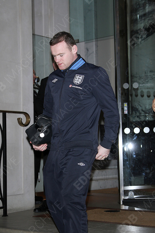 06.FEBRUARY.2013. LONDON<br /> <br /> THE ENGLAND FOOTBALL TEAM LEAVE THE LANGHAM HOTEL, LONDON<br /> <br /> BYLINE: EDBIMAGEARCHIVE.CO.UK<br /> <br /> *THIS IMAGE IS STRICTLY FOR UK NEWSPAPERS AND MAGAZINES ONLY*<br /> *FOR WORLD WIDE SALES AND WEB USE PLEASE CONTACT EDBIMAGEARCHIVE - 0208 954 5968*