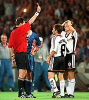 Fotball<br /> VM 1998<br /> Foto: imago/Digitalsport<br /> NORWAY ONLY<br /> <br /> 04.07.1998 <br /> <br /> Christian Wörns (re.) kann es nicht fassen, Rote Karte durch Schiedsrichter Rune Pedersen (Norwegen), Mitte Lothar Matthäus<br /> <br /> Tyskland v Kroatia 0-3