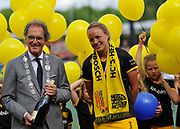Mayor of Den Bosch with Maartje Paumen after they won the final of the EHCC 2017 at Den Bosch HC, The Netherlands, 5th June 2017
