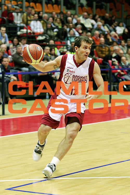 DESCRIZIONE : Livorno Lega A1 2005-06 Basket Livorno Snaidero Basketball Udine<br /> GIOCATORE : Ingles<br /> SQUADRA : Basket Livorno<br /> EVENTO : Campionato Lega A1 2005-2006<br /> GARA : Basket Livorno Snaidero Basketball Udine<br /> DATA : 09/04/2006<br /> CATEGORIA : Palleggio<br /> SPORT : Pallacanestro<br /> AUTORE : Agenzia Ciamillo-Castoria/Stefano D'Errico