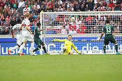 26.09.2015, Mercedes Benz Arena, Stuttgart, GER, 1. FBL, VfB Stuttgart vs Borussia Moenchengladbach, 7. Runde, im Bild Przemyslaw Tyton ( VfB Stuttgart ) klaert den Ball vor Liks Raffael ( Borussia Moenchengladbach ) rechts Lars Stindl ( Borussia Moenchengladbach ) // during the German Bundesliga 7th round match between VfB Stuttgart and Borussia Moenchengladbach at the Mercedes Benz Arena in Stuttgart, Germany on 2015/09/26. EXPA Pictures © 2015, PhotoCredit: EXPA/ Eibner-Pressefoto/ Langer<br /> <br /> *****ATTENTION - OUT of GER*****