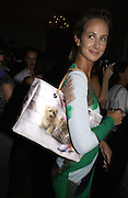 Lady Victoria hervey. Be a Bag, Irish Club, London. In aid of the Lavender Trust. 17 September 2001. © Copyright Photograph by Dafydd Jones 66 Stockwell Park Rd. London SW9 0DA Tel 020 7733 0108 www.dafjones.com