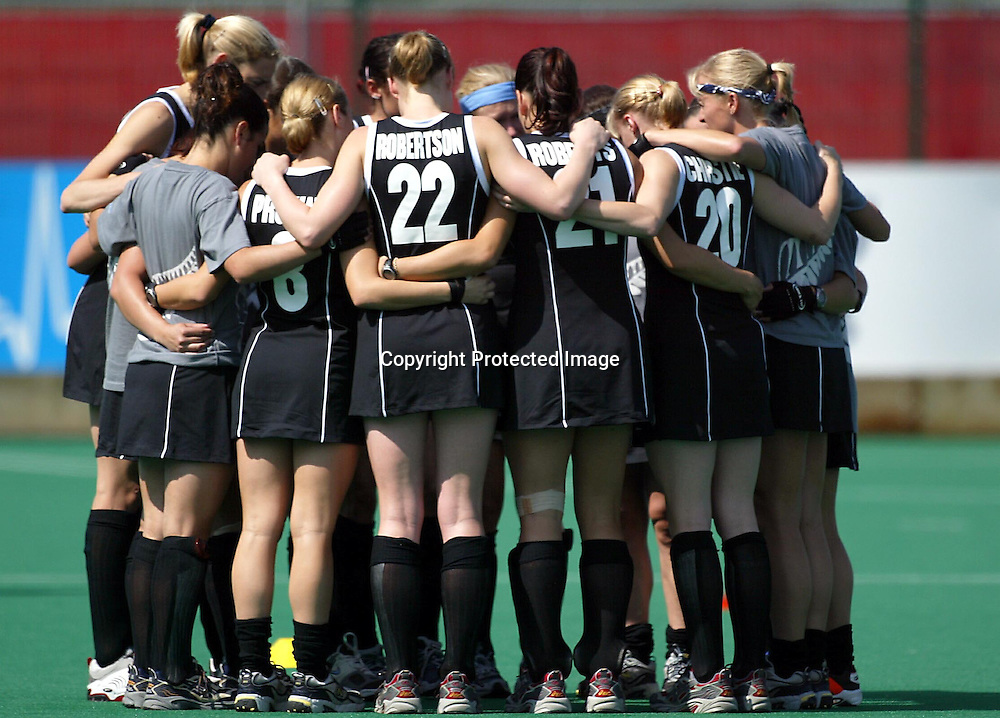 30th July, 2002. Belle Vue Hockey Complex. Women's Hockey. Commonwealth Games, Manchester. England v New Zealand.<br />New Zealand team talk.<br />Pic: Andrew Cornaga/Photosport