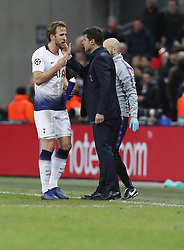 BRITAIN-LONDON-FOOTBALL-CHAPIONS LEAGUE-HOTSPUR VS EINDHOVEN.(181106) -- LONDON, Nov. 6, 2018  Tottenham Hotspur's Harry Kane (L) chats with Tottenham Hotspur's manager Mauricio Pochettino after scoring the winning goal during the UEFA Champions League match between Tottenham Hotspur and PSV Eindhoven in London, Britain on Nov. 6, 2018. Tottenham Hotspur won 2-1.  FOR EDITORIAL USE ONLY. NOT FOR SALE FOR MARKETING OR ADVERTISING CAMPAIGNS. NO USE WITH UNAUTHORIZED AUDIO, VIDEO, DATA, FIXTURE LISTS, CLUBLEAGUE LOGOS OR ''LIVE'' SERVICES. ONLINE IN-MATCH USE LIMITED TO 45 IMAGES, NO VIDEO EMULATION. NO USE IN BETTING, GAMES OR SINGLE CLUBLEAGUEPLAYER PUBLICATIONS. (Credit Image: © Xinhua via ZUMA Wire)