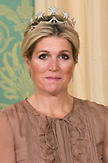 Officiële foto voorafgaand aan het banket in paleis Noordeinde, op de laatste dag van het driedaags officieel bezoek van Peres aan Nederland.<br /> <br /> Official photo prior to the banquet at Noordeinde Palace, on the last day of the three-day official visit to the Netherlands Peres.<br /> <br /> Op de foto / On the Photo: <br /> <br /> <br />  Koningin Maxima / Queen Maxima
