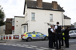 © Licensed to London News Pictures. 21/09/2017. London, UK. Police on the scene at a property on Thornton Heath, south London where a 17 year old was arrested last night.<br />