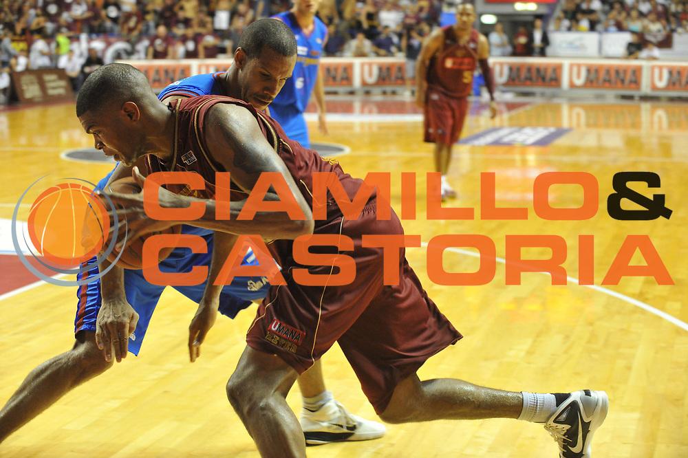DESCRIZIONE : Venezia Lega Basket A2 2010-11 Playoff Finale Gara 3 Umana Reyer Fastweb Casale Monferrato<br /> GIOCATORE : Tamar Slay<br /> CATEGORIA : PALLEGGIO<br /> SQUADRA : Umana Reyer Fastweb Casale Monferrarto<br /> EVENTO : Campionato Lega A2 2010-2011<br /> GARA : Umana Reyer Venezia Fastweb Casale Monferrato<br /> DATA : 17/06/2011<br /> SPORT : Pallacanestro <br /> AUTORE : Agenzia Ciamillo-Castoria/M.Gregolin<br /> Galleria : Lega Basket A2 2010-2011 <br /> Fotonotizia : Venezia Lega Basket A2 2010-11 Playoff Finale Gara 3 Umana Reyer Venezia Fastweb Casale Monferrato<br /> Predefinita :