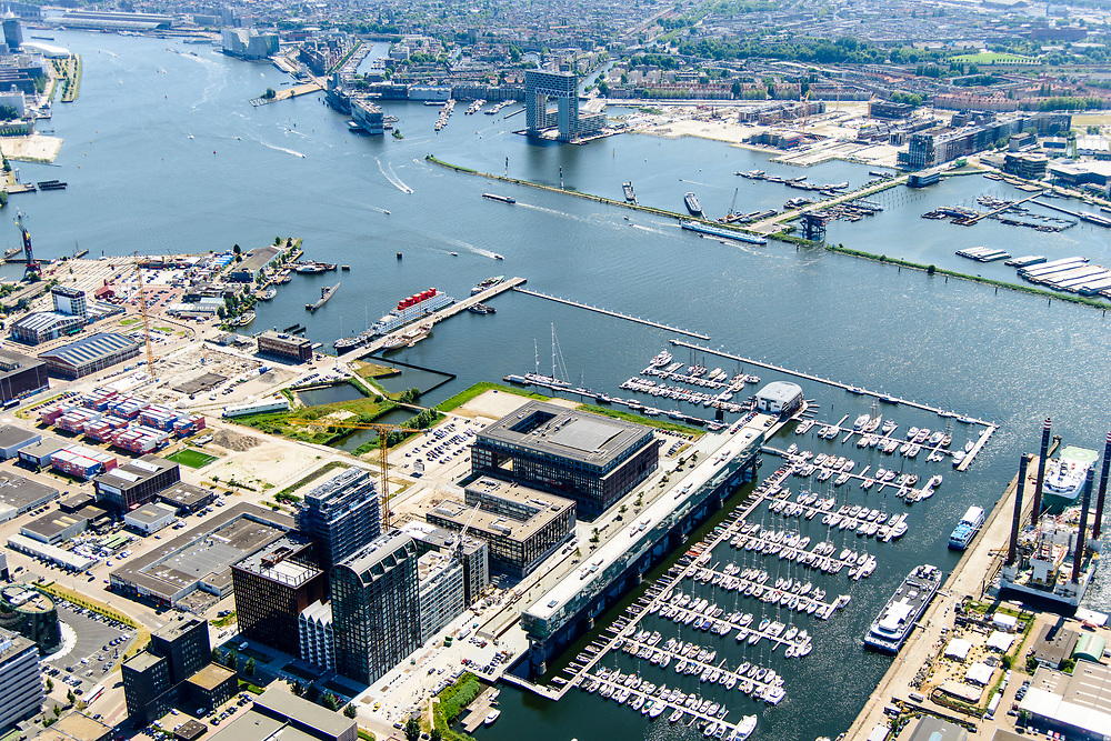 Nederland, Noord-Holland, Amsterdam, 29-06-2018; Amsterdam-Noord, NDSM-werf, westelijk deel met jachthaven. Kraanspoor. Amsterdam-North, former dry docks for ship repair, now marina. Urban development.<br /> luchtfoto (toeslag op standard tarieven);<br /> aerial photo (additional fee required);<br /> copyright foto/photo Siebe Swart