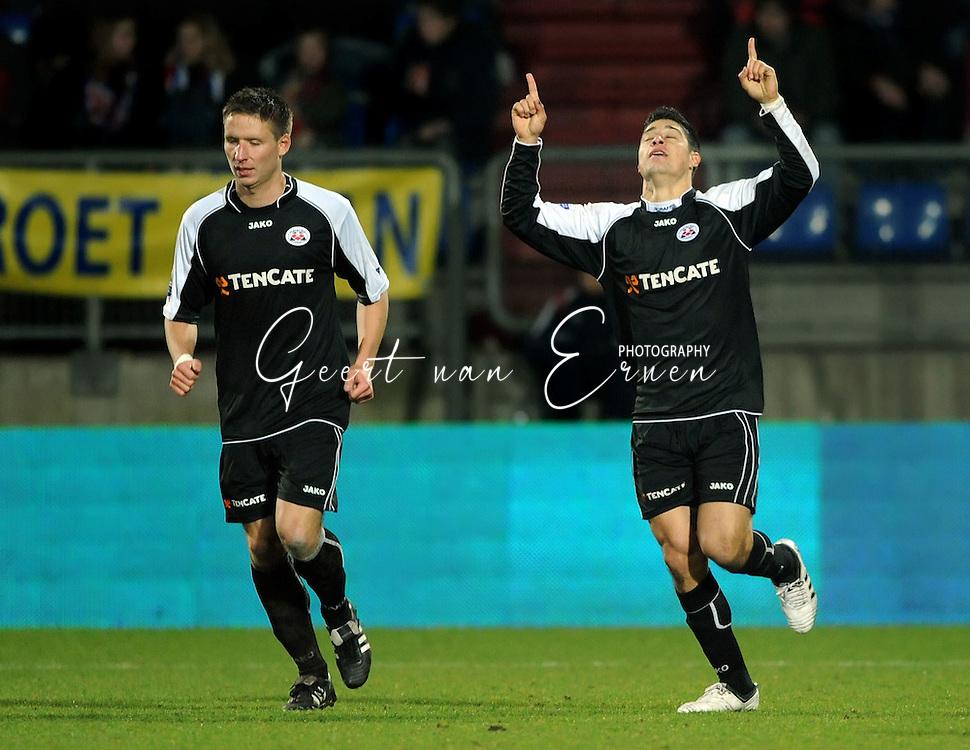 28-02-2009 Voetbal:Willem II:Heracles Almelo:Tilburg<br /> Everton bedankt hogere machten voor zijn twee doelpunten<br /> Foto: Geert van Erven