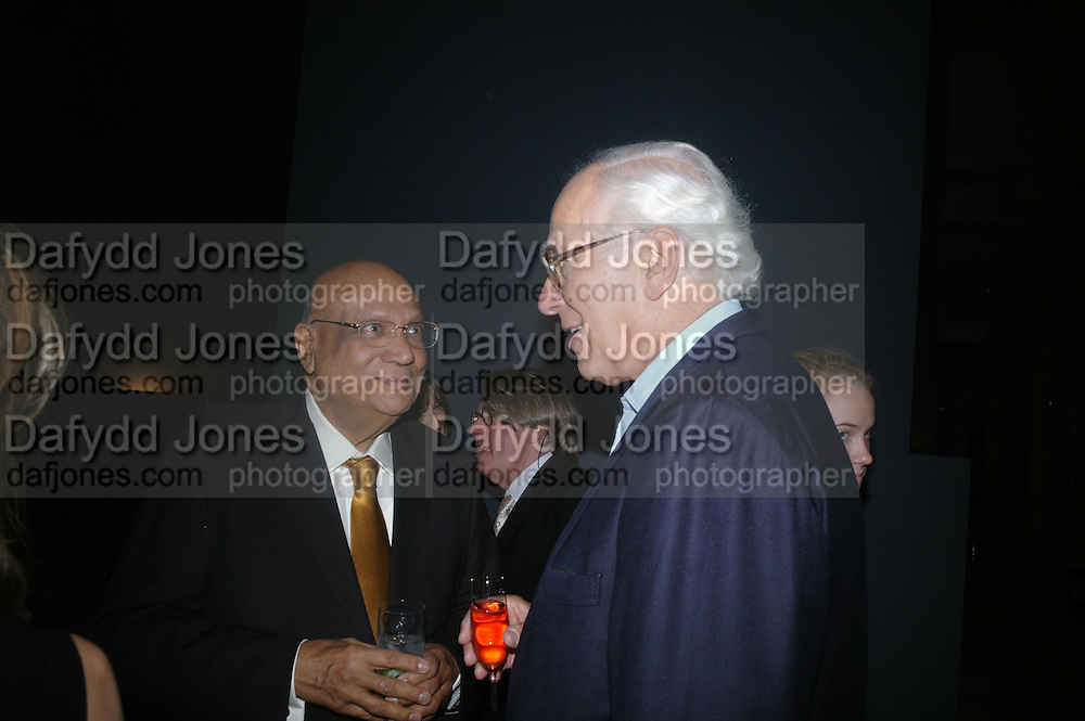 LORD PAUL AND SIR EVELYN DE ROTHSCHILD. Dinner given by Established and Sons to celebrate Elevating Design.  P3 Space. University of Westminster, 35 Marylebone Rd. London NW1. -DO NOT ARCHIVE-© Copyright Photograph by Dafydd Jones. 248 Clapham Rd. London SW9 0PZ. Tel 0207 820 0771. www.dafjones.com.