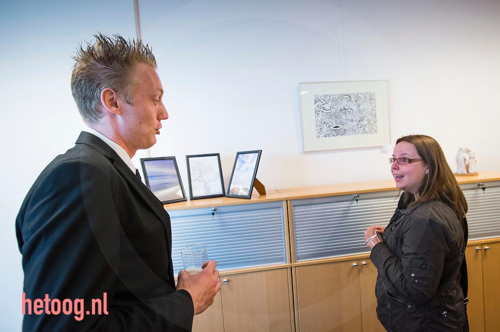 hengelo, 23 mei 2013 opening van de expositie van kunstenaar Ben de Vries bij humanitas Onder Dak / bevrijderslaantje Foto: Cees Elzenga-hetoog.nl