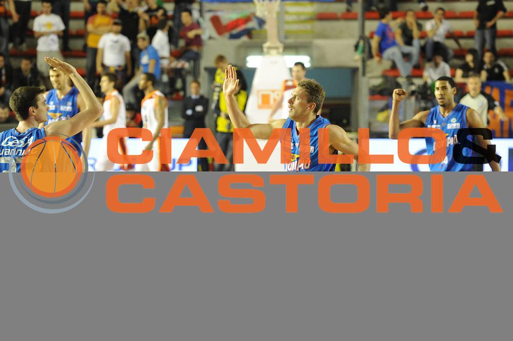 DESCRIZIONE : Roma Lega Basket A 2011-12  Acea Virtus Roma Novipiu Casale Monferrato<br /> GIOCATORE : Simone Pierich<br /> CATEGORIA : fair play<br /> SQUADRA : Novipiu Casale Monferrato<br /> EVENTO : Campionato Lega A 2011-2012 <br /> GARA : Acea Virtus Roma Novipiu Casale Monferrato<br /> DATA : 29/04/2012<br /> SPORT : Pallacanestro  <br /> AUTORE : Agenzia Ciamillo-Castoria/ GiulioCiamillo<br /> Galleria : Lega Basket A 2011-2012  <br /> Fotonotizia : Roma Lega Basket A 2011-12 Acea Virtus Roma Novipiu Casale Monferrato <br /> Predefinita :