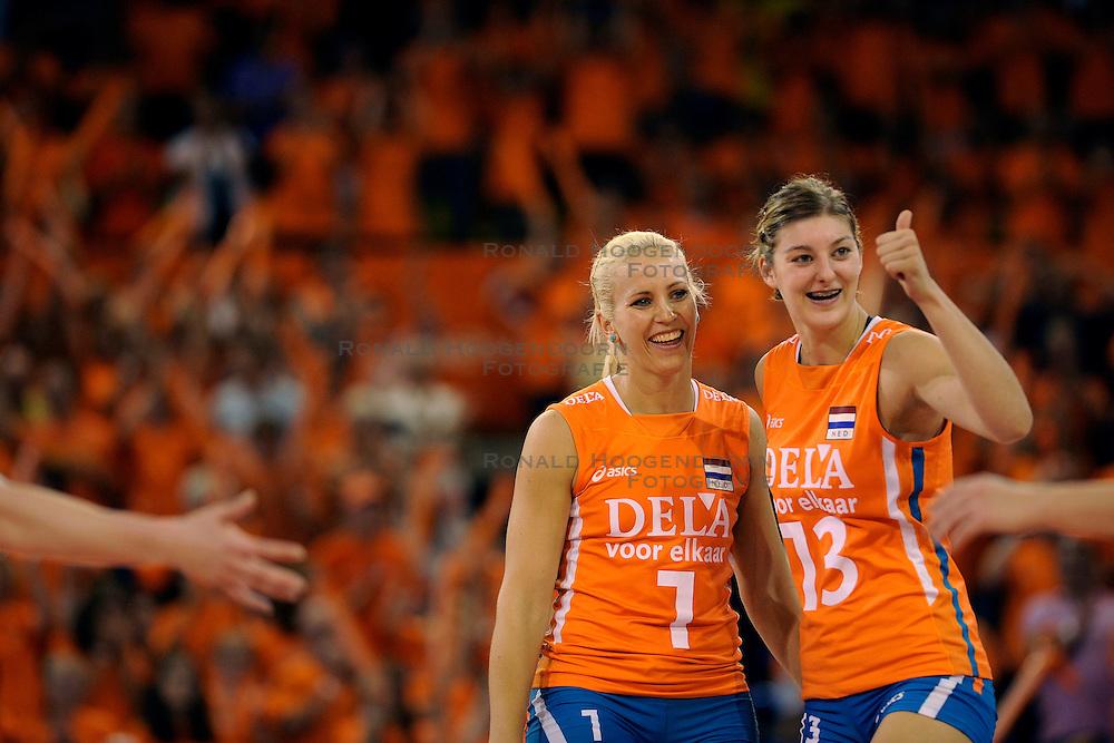19-09-2009 VOLLEYBAL: DELA TROPHY NEDERLAND - TURKIJE: EINDHOVEN<br /> Nederland wint vrij eenvoudig van Turkije met 3-0 / Kim Staelens en Anne Buijs<br /> &copy;2009-WWW.FOTOHOOGENDOORN.NL
