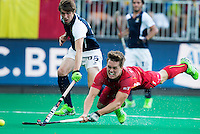 ANTWERP -   Tom Boon fof Belgium tries to score  during  the quarterfinal hockeymatch   Belgium vs France.  left Romain Lyon.  WSP COPYRIGHT KOEN SUYK
