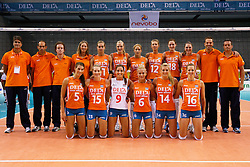 07-09-2012 VOLLEYBAL: EK KWALIFICATIE DAMES NEDERLAND - DENEMARKEN : APELDOORN<br /> Nederlands Dames Team<br /> ©2012-FotoHoogendoorn.nl / Pim Waslander