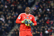 Steve MANDANDA (Olympique de Marseille) with ball in hands during the French Cup, quarter final football match between Paris Saint-Germain and Olympique de Marseille on February 28, 2018 at Parc des Princes Stadium in Paris, France - Photo Stephane Allaman / ProSportsImages / DPPI