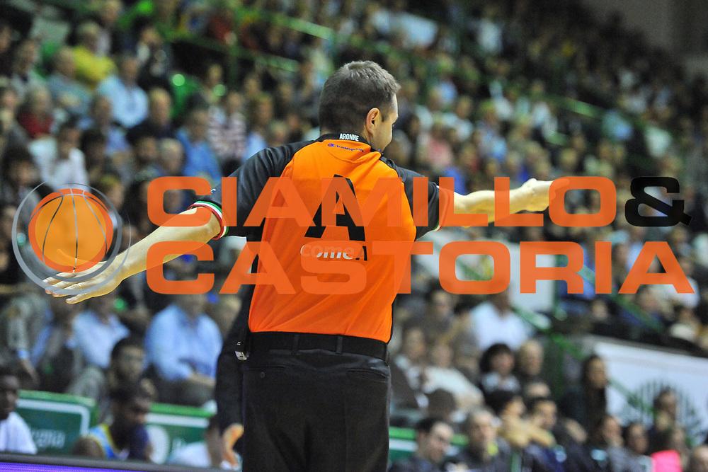DESCRIZIONE : Campionato 2013/14 Dinamo Banco di Sardegna Sassari - Vanoli Cremona<br /> GIOCATORE : Emanuele Aronne<br /> CATEGORIA : Arbitro Referee<br /> SQUADRA : AIAP<br /> EVENTO : LegaBasket Serie A Beko 2013/2014<br /> GARA : Dinamo Banco di Sardegna Sassari - Vanoli Cremona<br /> DATA : 16/02/2014<br /> SPORT : Pallacanestro <br /> AUTORE : Agenzia Ciamillo-Castoria / Luigi Canu<br /> Galleria : LegaBasket Serie A Beko 2013/2014<br /> Fotonotizia : Campionato 2013/14 Dinamo Banco di Sardegna Sassari - Vanoli Cremona<br /> Predefinita :
