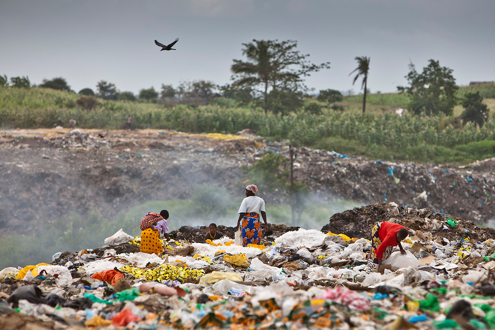 Close to the Mari Mani primary school is one of the main dumpsites for waste from Mombassa town. Many children can be found at the dumpsite collecting metals and plastic.
