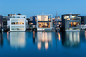 Photobook: Boat People Of Amsterdam / Nooit Nooit Nooit Meer Aan De Wal