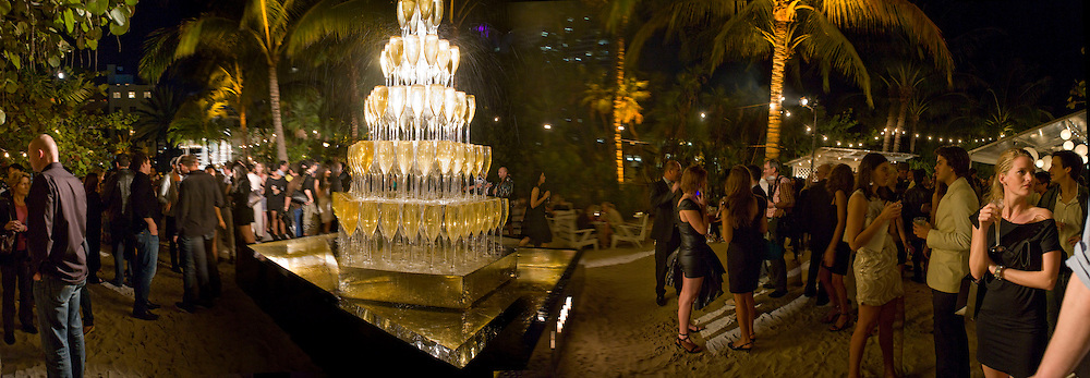 CHAMPAGNE FOUNTAIN, The Launch of Visionaire 55 Surprise in collaboration with Krug. Raleigh Hotel. Art Basel Miami Beach. 4 December 2008