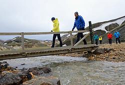 05-07-2014 NED: Iceland Diabetes Challenge dag 1, Landmannalaugar <br /> Vandaag ging de challenge van start. Met een bus gingen we van Vogar naar Landmannalaugar en zagen we de eerste tekenen van het prachtige landschap van IJsland / Edwin