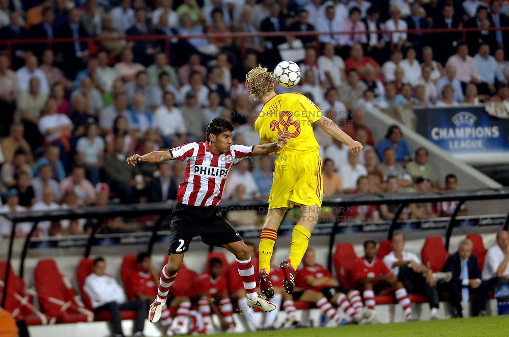 12-09-2006 VOETBAL: CHAMPIONS LEAGUE: PSV - LIVERPOOL: EINDHOVEN<br /> PSV en Liverpool eindigt zoals ze begonnen zijn 0-0 / Carlos Salcido<br /> &copy;2006-WWW.FOTOHOOGENDOORN.NL
