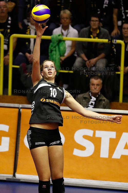 20161106 DUI: Bundesliga, Ladies in Black Aachen - MTV Allianz Stuttgart: Aachen<br />Nicole Oude Luttikhuis (10) of Ladies in Black Aachen<br />©2016-FotoHoogendoorn.nl / Pim Waslander