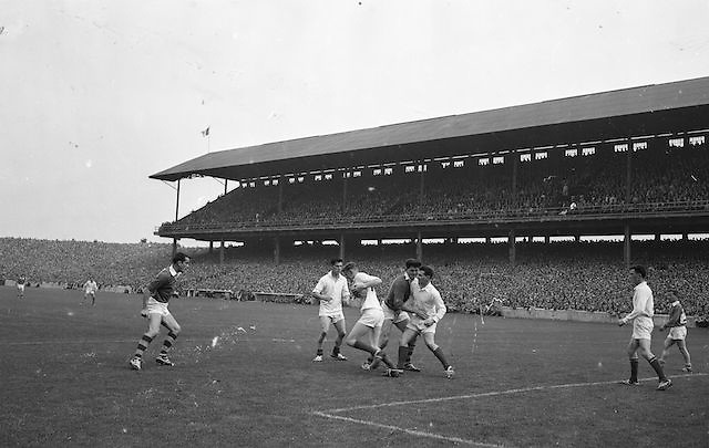 T. Staunton (Mayo) clears from the advancing Kerry full forward at the All Ireland Senior Gaelic Football Final Mayo v Kerry in Croke park on the 23rd September 1962. Kerry 1-12 Mayo 1-6. Referee: E. Moules (Wicklow). Attendance: 75,771.