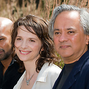 .French actress Juliette Binoche (2nd R) poses for photographs with Composer Philip Sheppard (L) , Dancer and choreographer Akram Khan (2nd L) and artist Anish Kapoor (R) for the lauch of 'In-I' and 'Jubilations' at the National Theatre in London, on July 4, 2008. 'In-I' is a dance theatre work in collaboration with Akram Khan. Turner prize winner Anish Kapoor will design the set of 'In-I', which will open on September 18, 2008. Accompanying 'In-I' is 'Jubilations', a retrospective of Juliette Binoche's 25 year film career and exhibition of her paintings at BFI Southbank