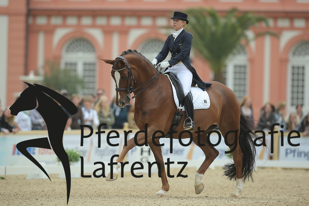 Capellmann, Nadine, Girasol<br /> Wiesbaden - Pfingstturnier 2015<br /> Grand Prix de Dressage<br /> © www.sportfotos-lafrentz.de/Stefan Lafrentz