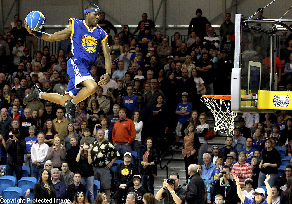 Zach Westbrook soars above the crowd at Kaiser Permanente Arena in Santa Cruz, California as he performs with the 'Flying Dubs' during halftime of the Santa Cruz Warriors' victory over the Sioux City Skyforce on January 1, 2013.<br />Photo by Shmuel Thaler/Santa Cruz Sentinel