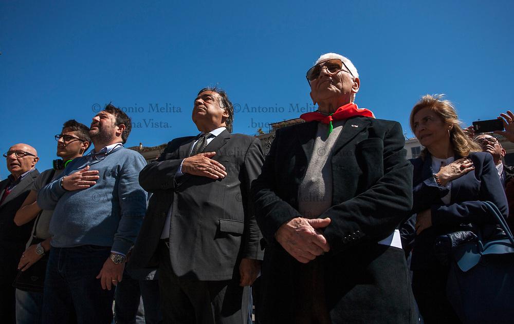 Leoluca Orlando, sindaco di Palermo, durante l'inno nazionale italiano.