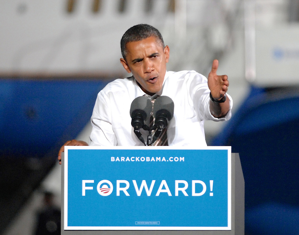 LAURA FONG | President Obama made a stop on the Tarmac at Burke Lakefront Airport Thursday, the last stop on a two-day seven-state tour.