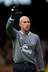 LONDON, ENGLAND - Sunday, September 13, 2009: Everton's Tim Howard in action against Fulham during the Premiership match at Craven Cottage. (Photo by David Rawcliffe/Propaganda)