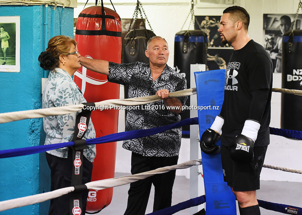 New Zealand heavyweight boxer Joseph Parker talks to his parents Sala and Dempsey during a training session ahead of his WBO title fight next week. Burger King Road to the title by Duco Boxing. The Wreck Room, Auckland, New Zealand. Thursday 1 December 2016. © Copyright Photo: Andrew Cornaga / www.photosport.nz